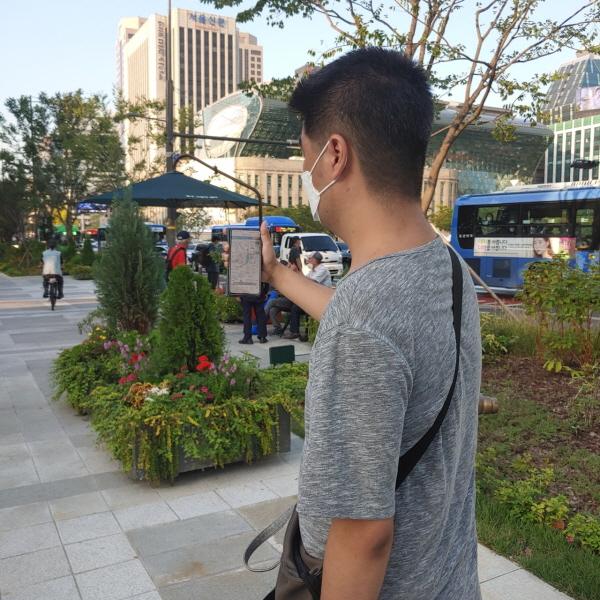 '스마트 서울맵-이동약자 접근성 정보지도'를 이용하여 시청앞 찾아가기 체험 사진. ⓒ 고영기 근로지원인